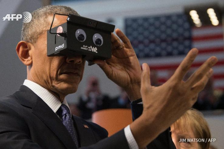 President Obama tries VR