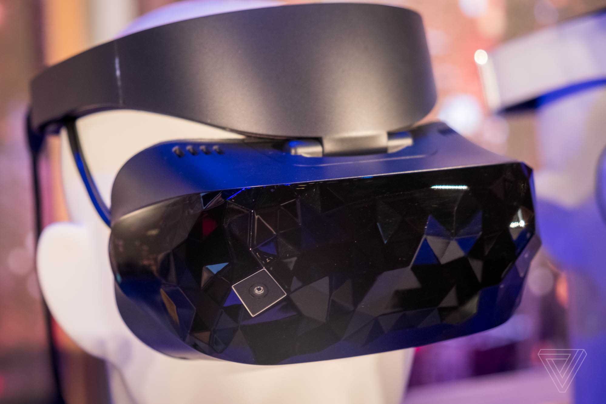 Microsoft Showcases Asus Mixed Reality Headset and Dell's Mixed Reality Headset at Computex 2017