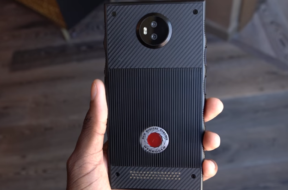 red-hydrogen-holographic-phone